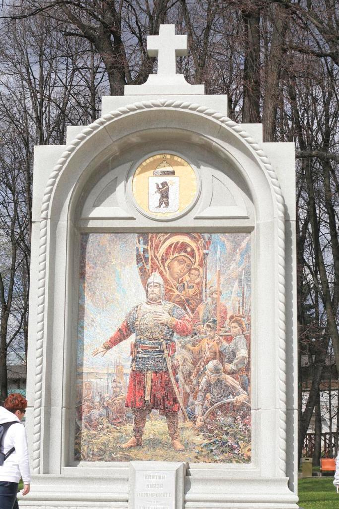 Памятник 1000-летию Ярославля.JPG