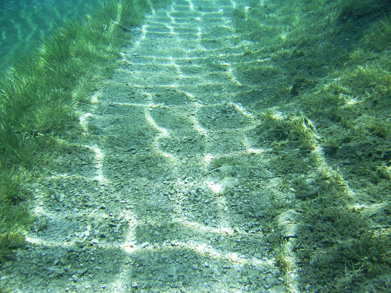 Зеленое озеро, дорога под водой