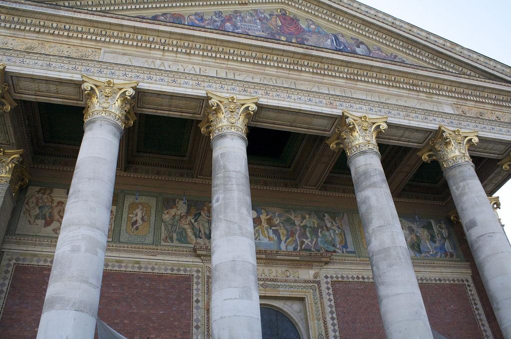 Музей изобразительных искусств в Будапеште, фасад