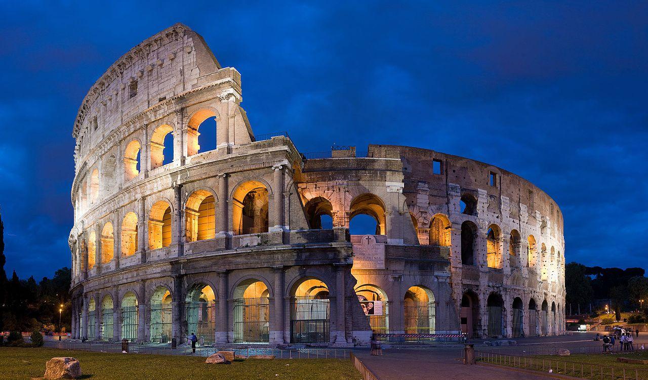 Римский Колизей, вечерние огни