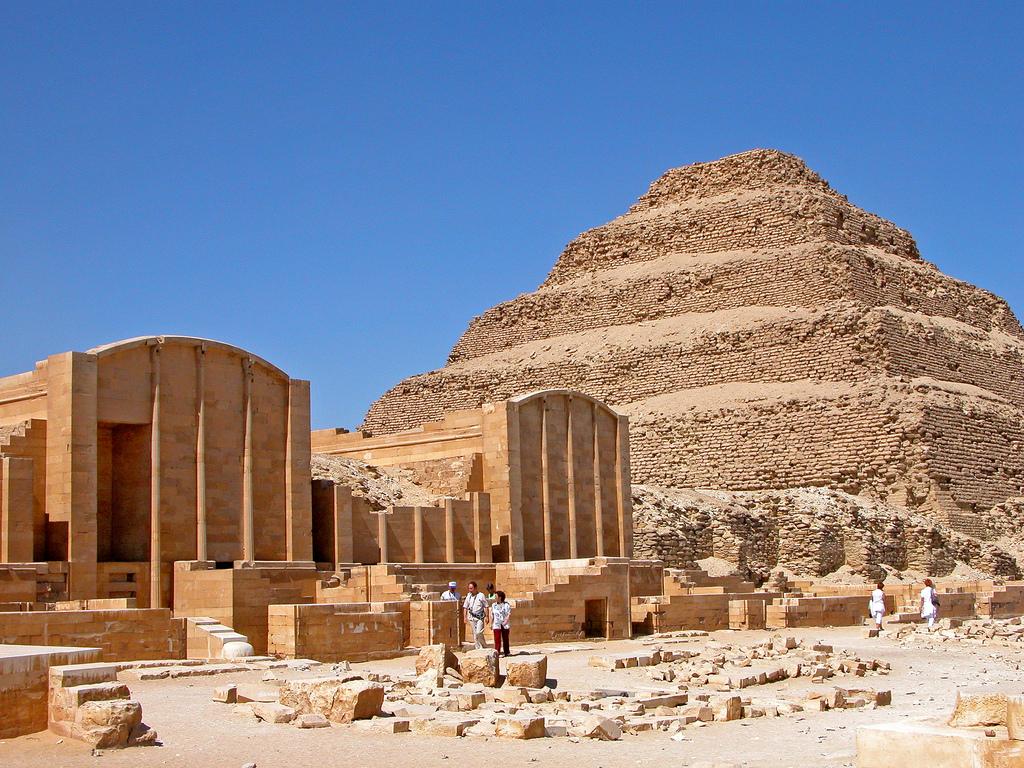 Вид на пирамиду Джосера в Саккаре