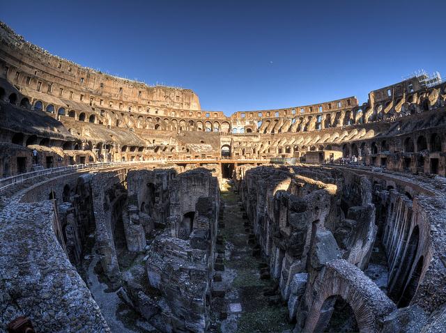 Внутри колизея в Риме
