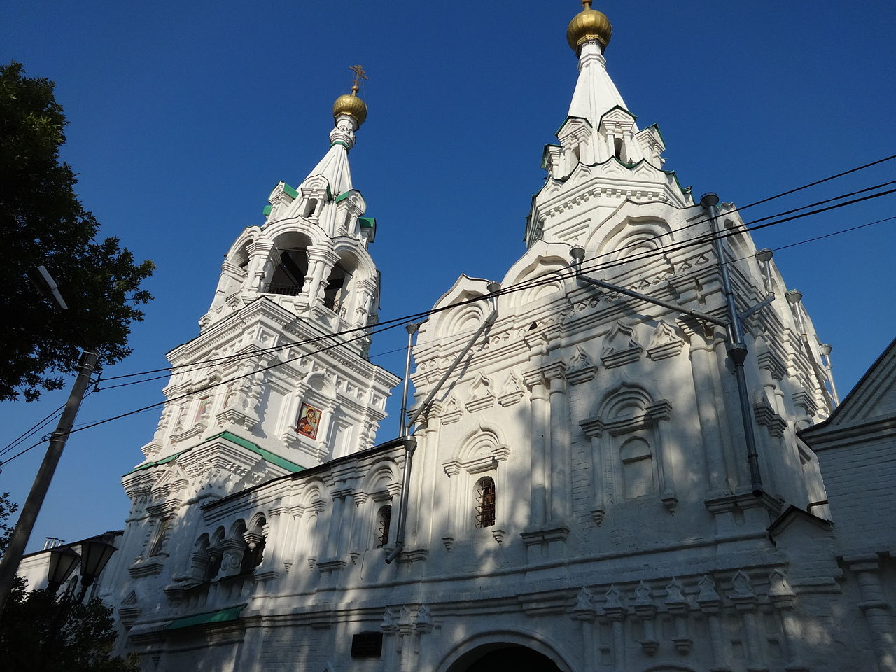 Свято-Троицкий монастырь, Казанская надвратная церковь и колокольня