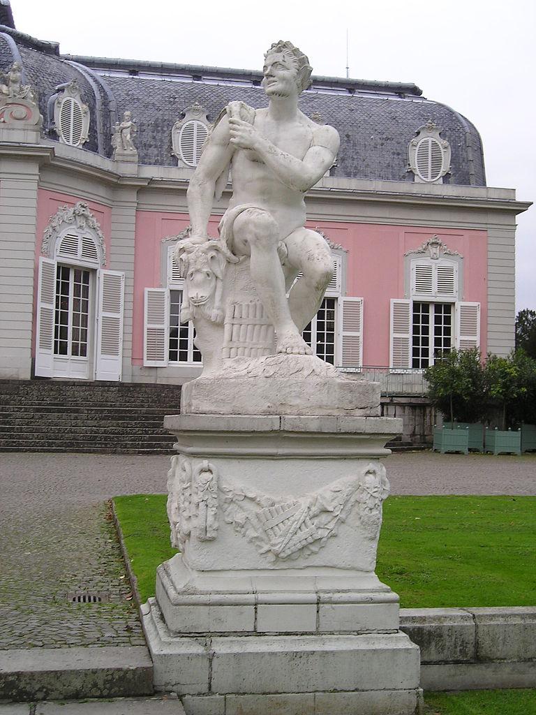Дворец Бенрат, статуя Пана