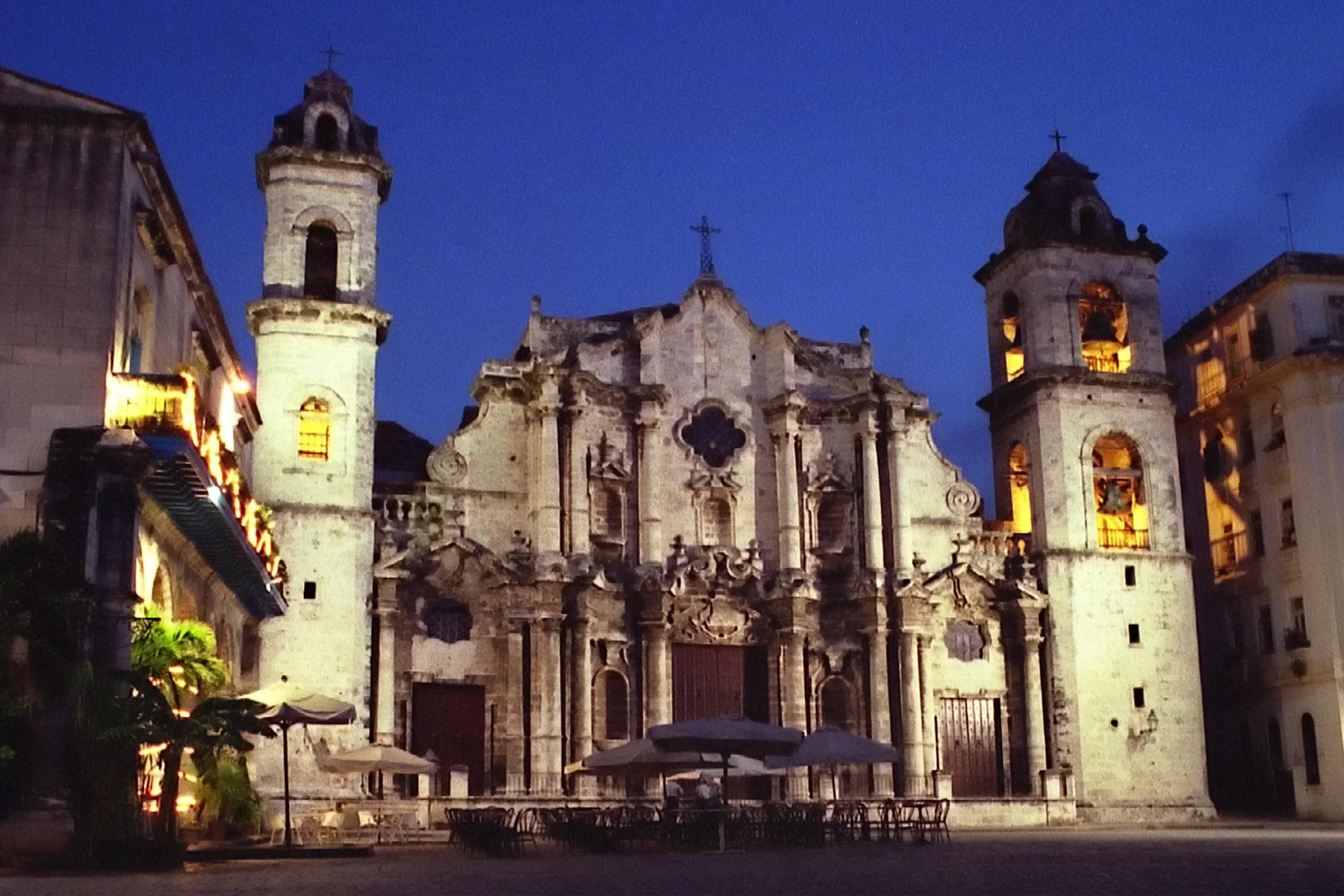 Кафедральный собор Гаваны ночью