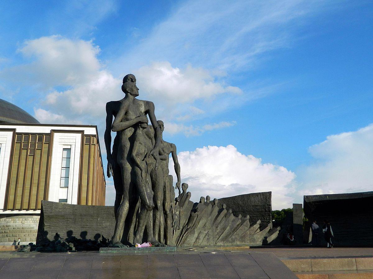 Памятник «Трагедия народов»