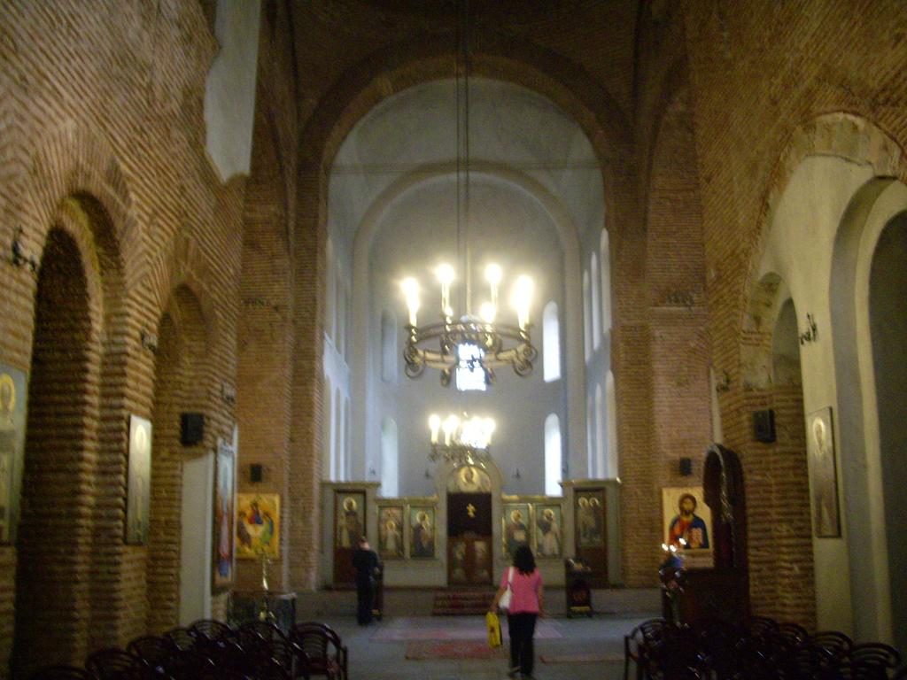 Внутри собора Св. Софии в Софии