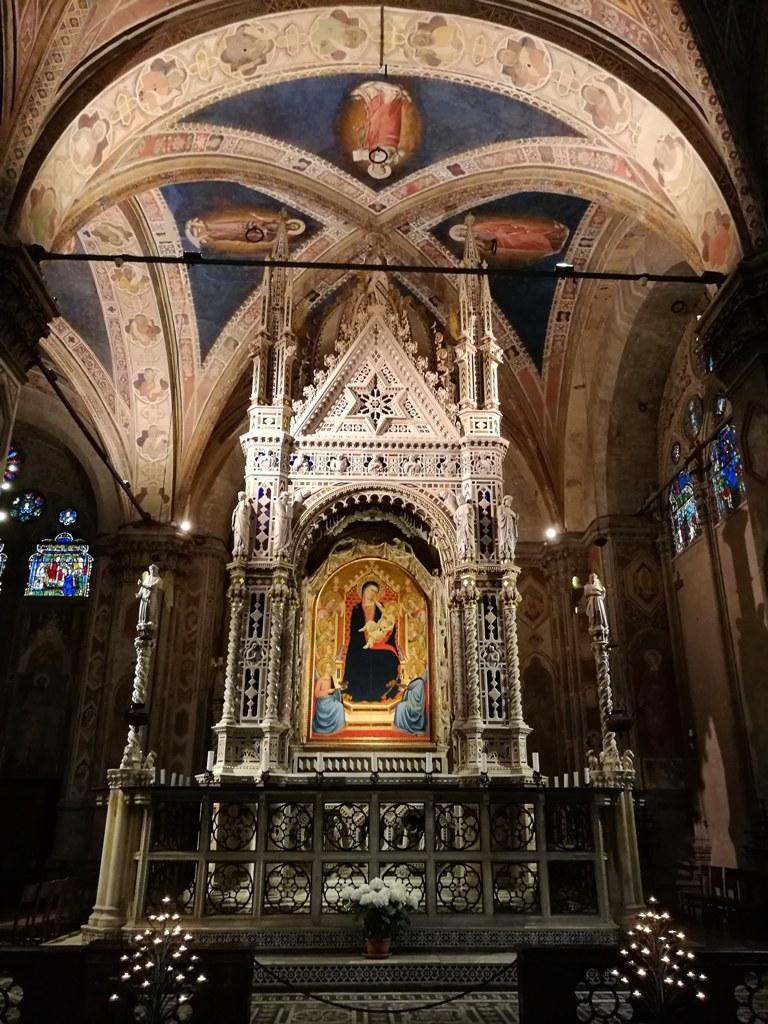 Икона Девы Марии с Христом на руках в соборе во Флоренции, Италия