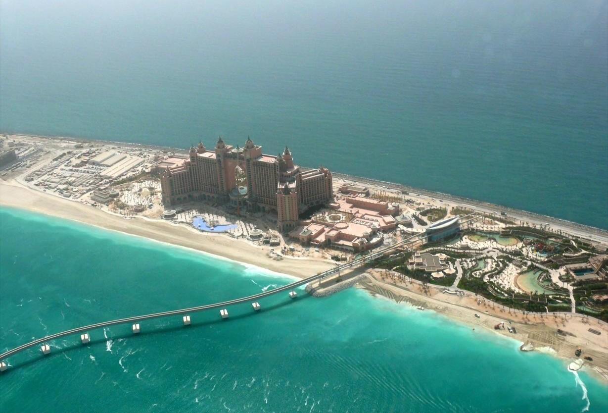 Курортный комплекс Atlantis The Palm на искусственном острове Пальма Джумейра в Дубае