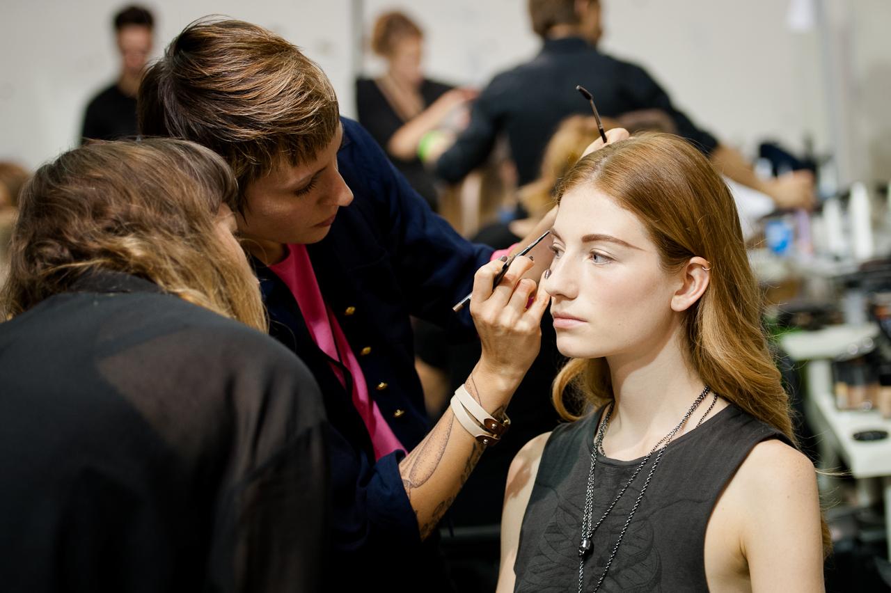 Подготовка к показу мод