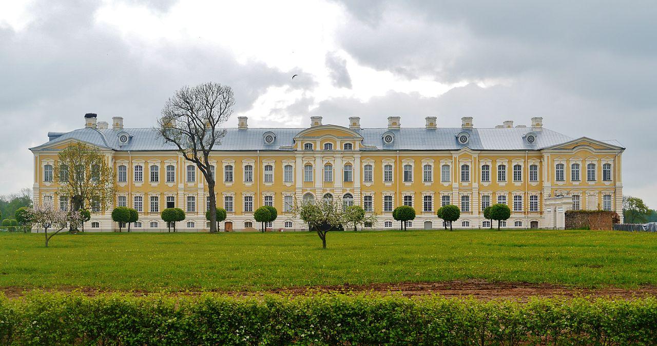 Рундальский дворец, фасад