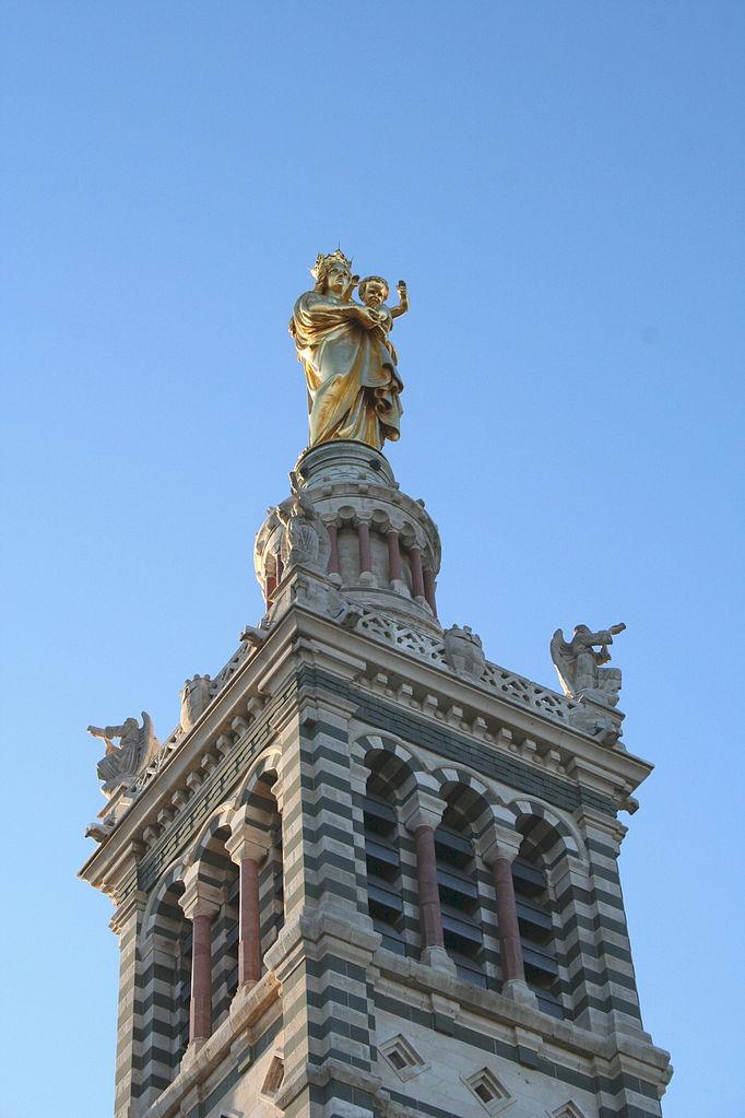 Базилика Нотр-Дам-де-ла-Гард, колокольня и статуя Богоматери с младенцем