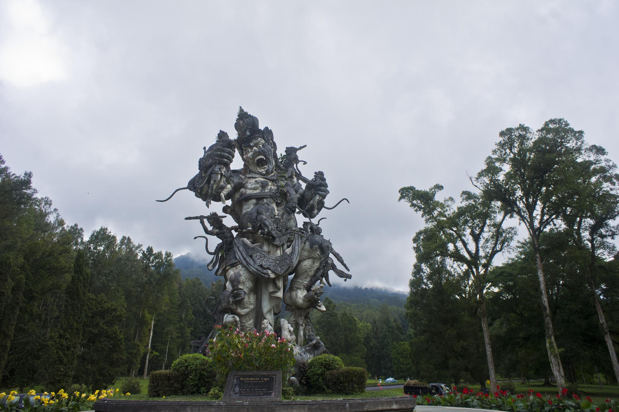 Ботанический сад Бали, статуя