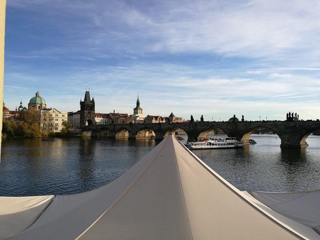 Вид из музея Кафки на каналы Праги, Чехия