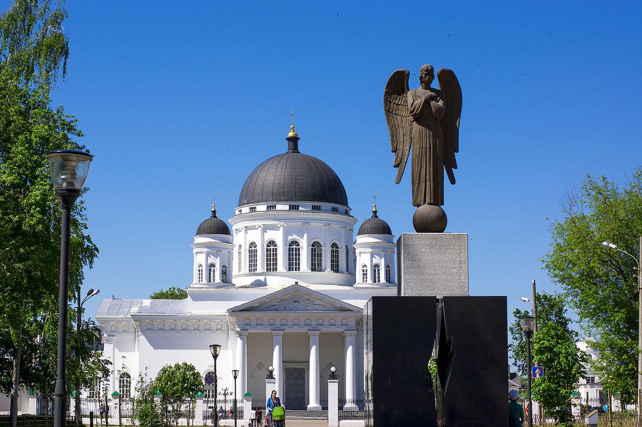Вид на Спасский Староярмарочный собор в Нижнем Новгороде