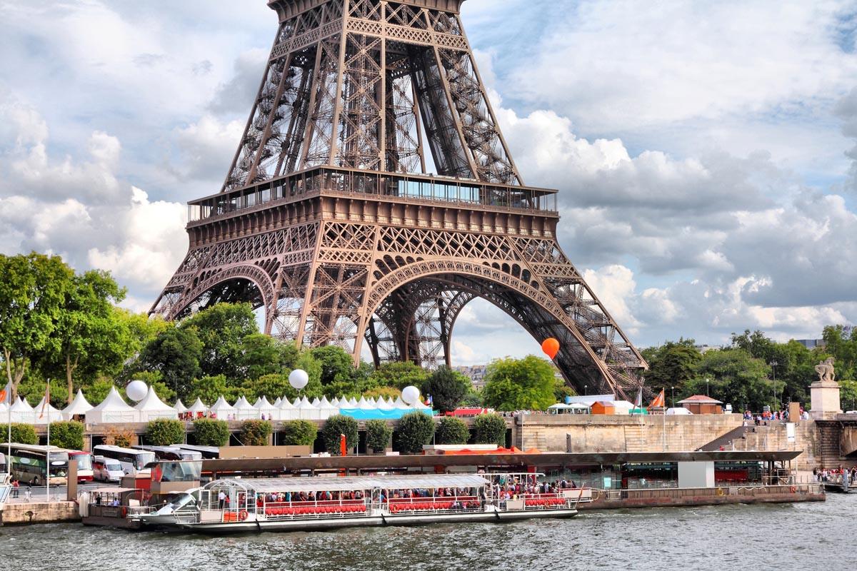 Причал у Эйфелевой башни, Париж