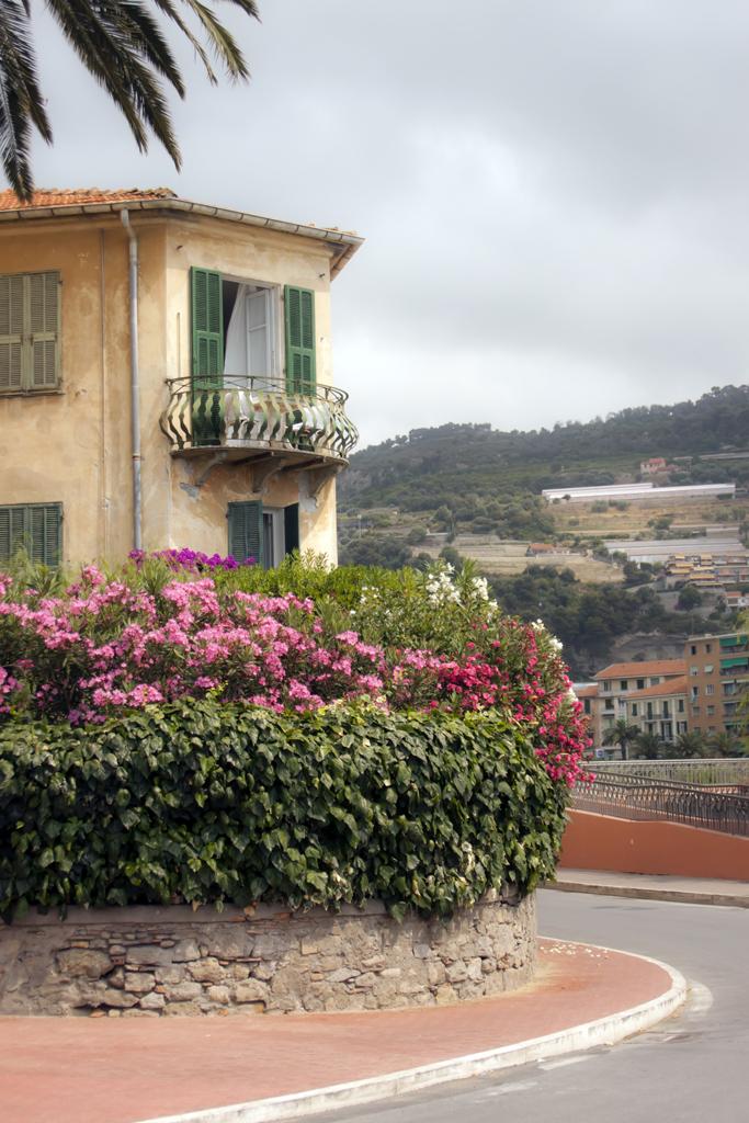 Улицы итальянского курорта Вентимилья.jpg
