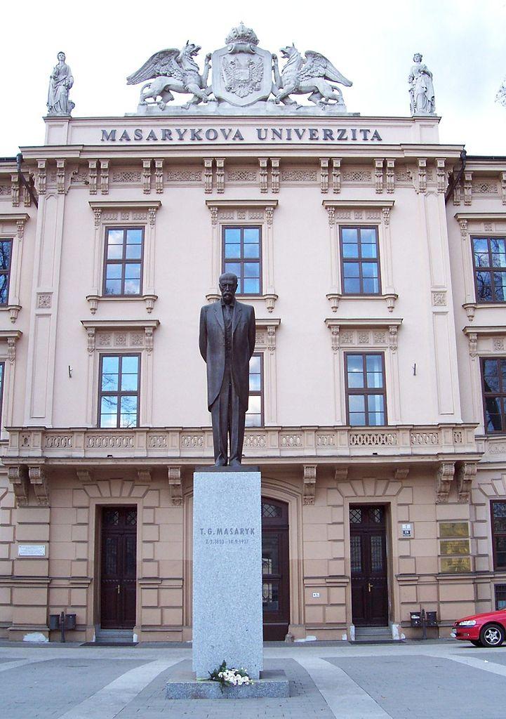 Масариков университет в Брно, статуя первого чешского президента
