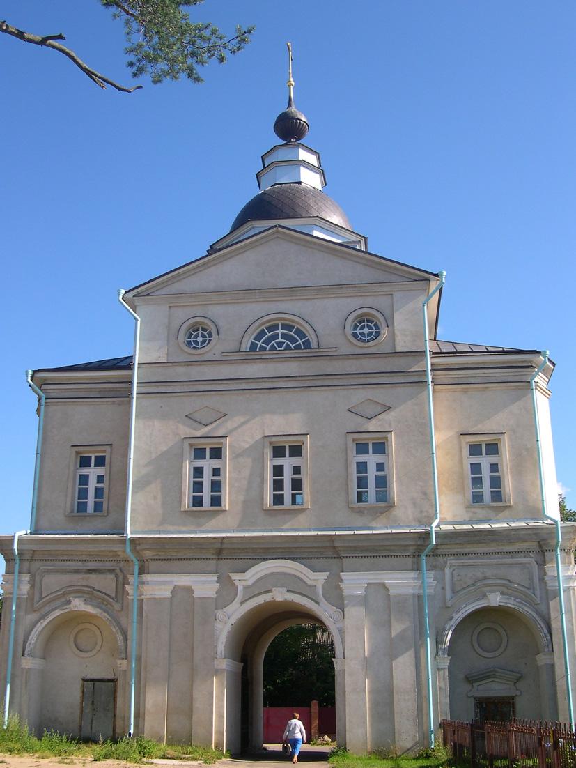 Святые ворота Покровского Хотькова монастыря с надвратной церковью во имя Рождества Иоанна Предтечи