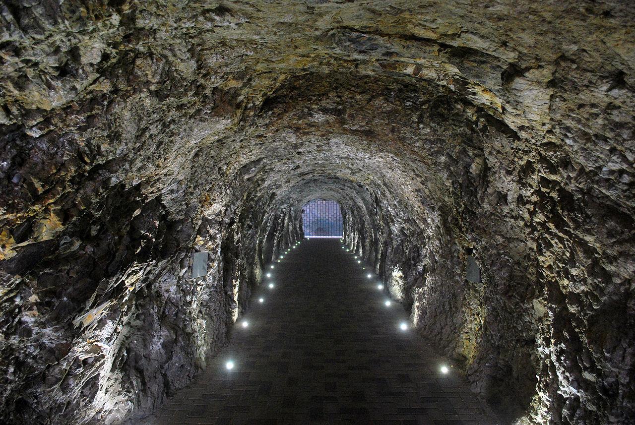 Тоннель к озеру Провал