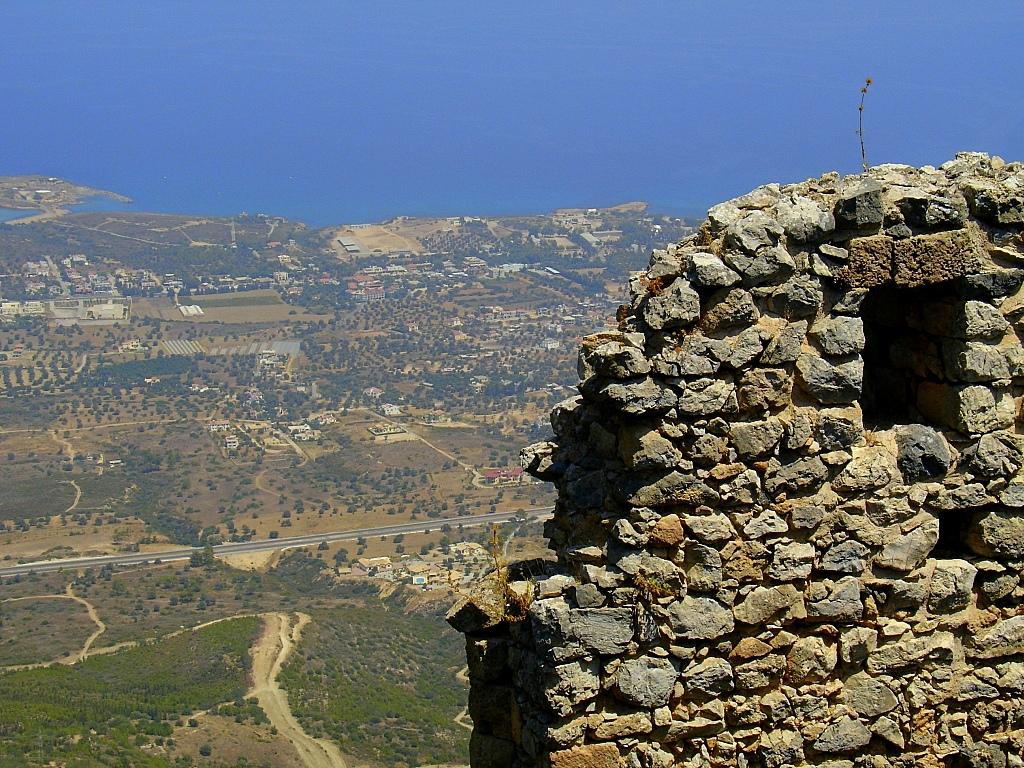 Вид на город, Замок Святого Иллариона, Северный Кипр