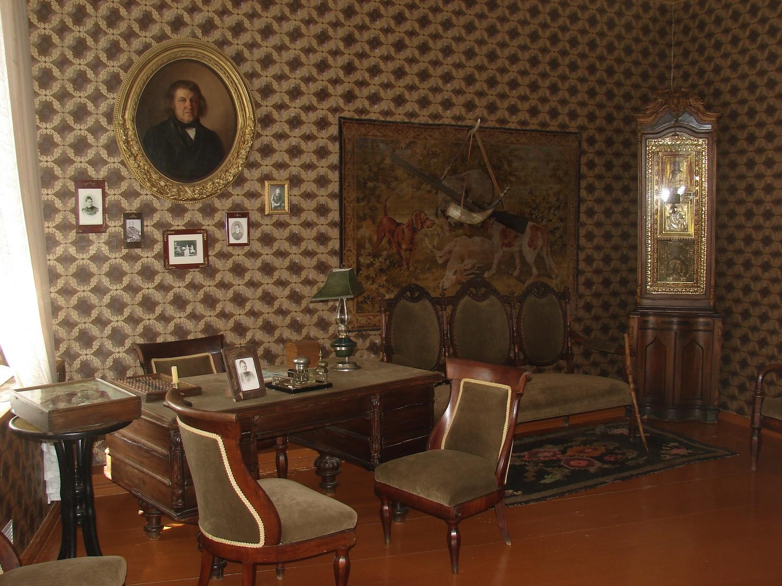 Дом-музей И. И. Шишкина, кабинет отца Шишкина