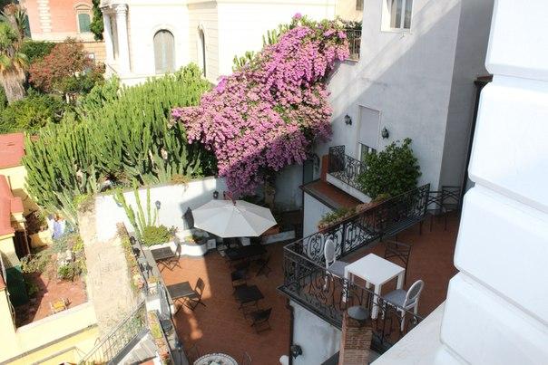 Зона завтрака отеля Маргарита, Неаполь.jpg