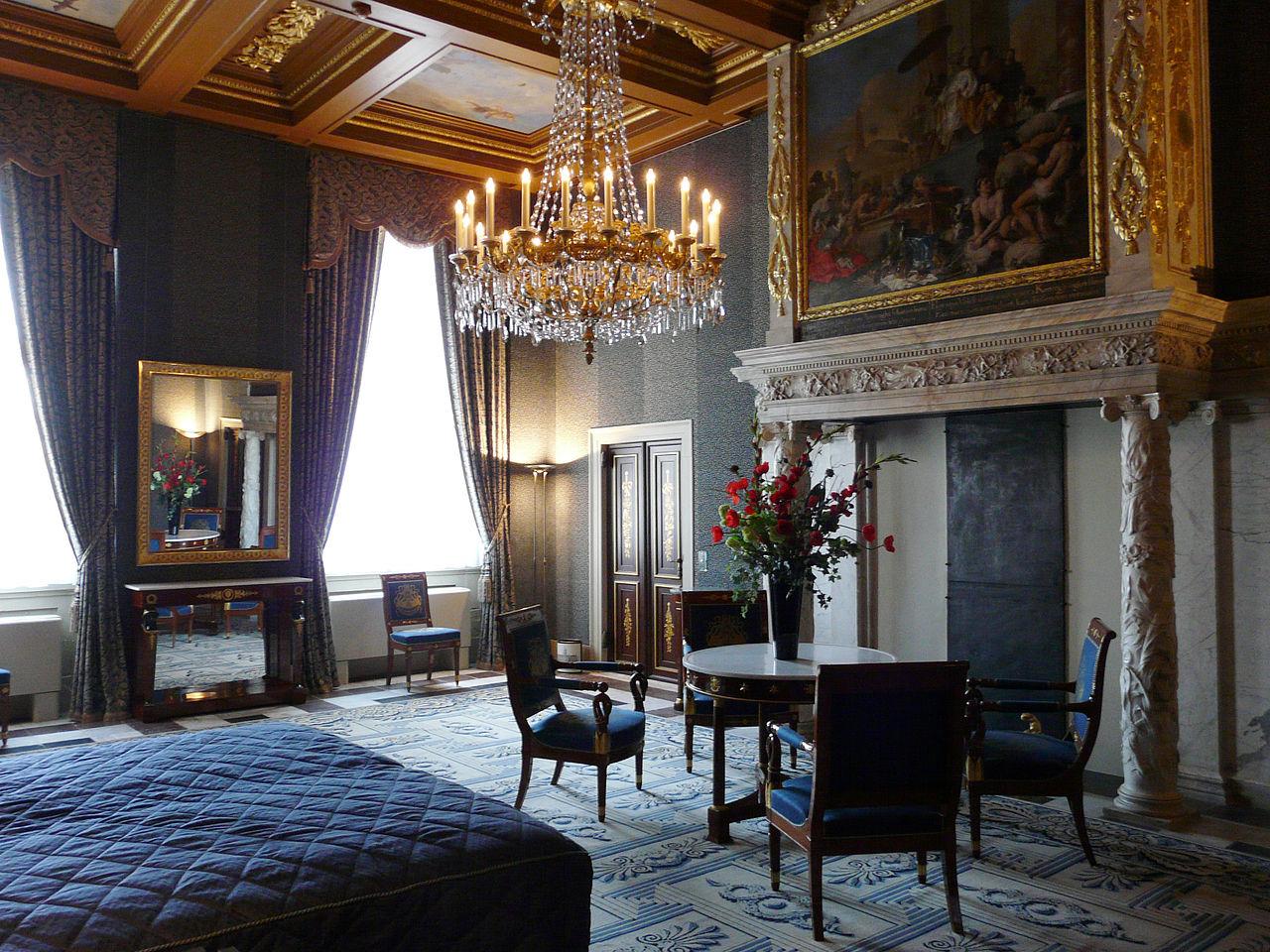 Королевский дворец в Амстердаме, интерьер спальни