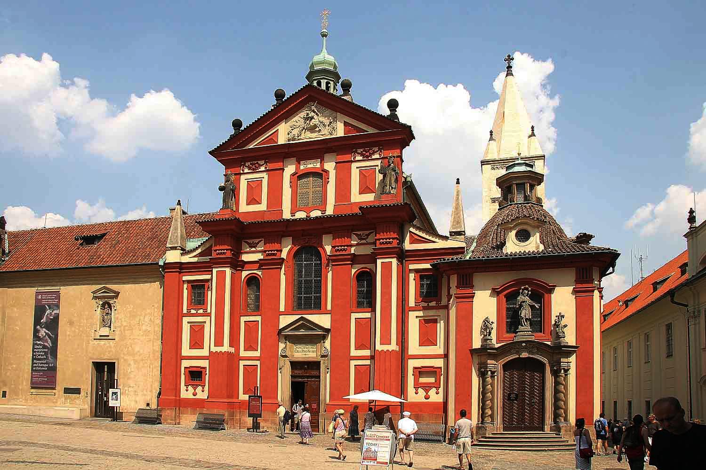 Пражский Град, западный фасад базилики Святого Георгия