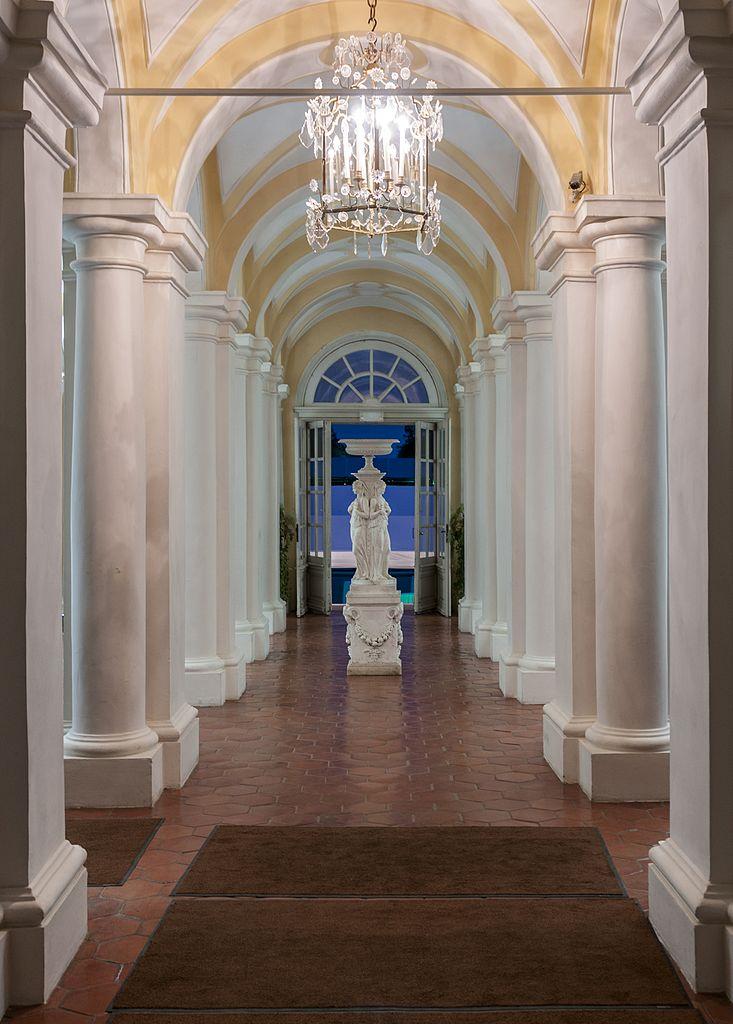Рундальский дворец, коридор