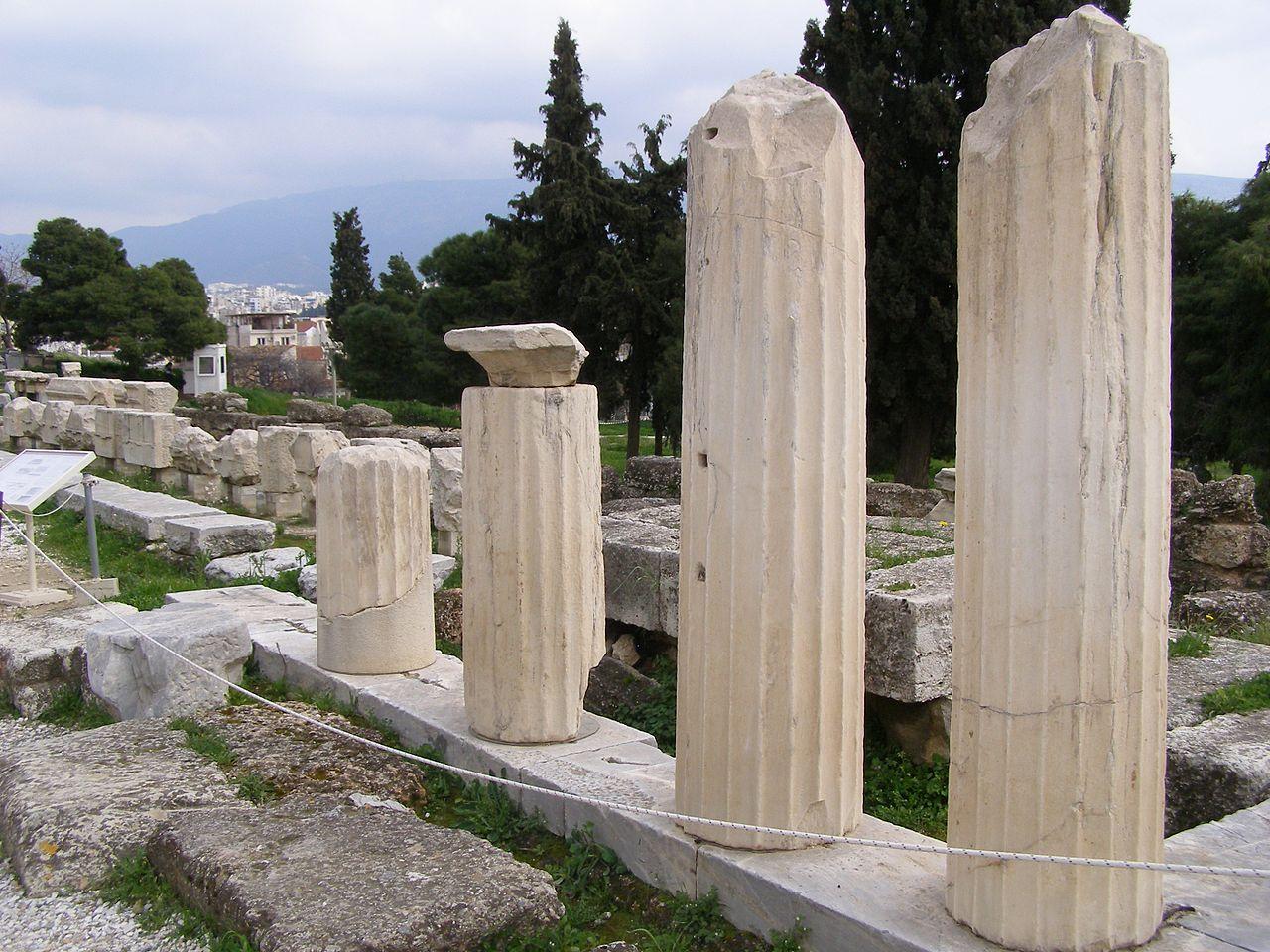 Театр Диониса, колонны