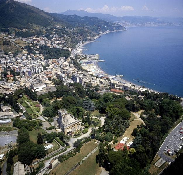 Панорама Лигурийского побережья.jpg