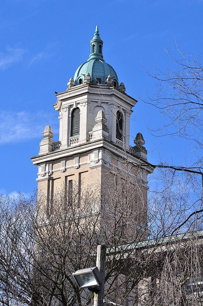 Собор Сент-Джеймс, одна из башен