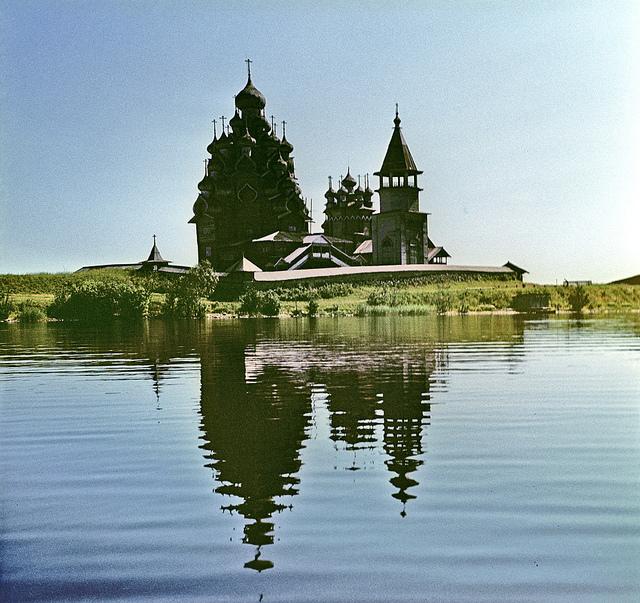 Вид музея с озера, Кижи, Республика Карелия
