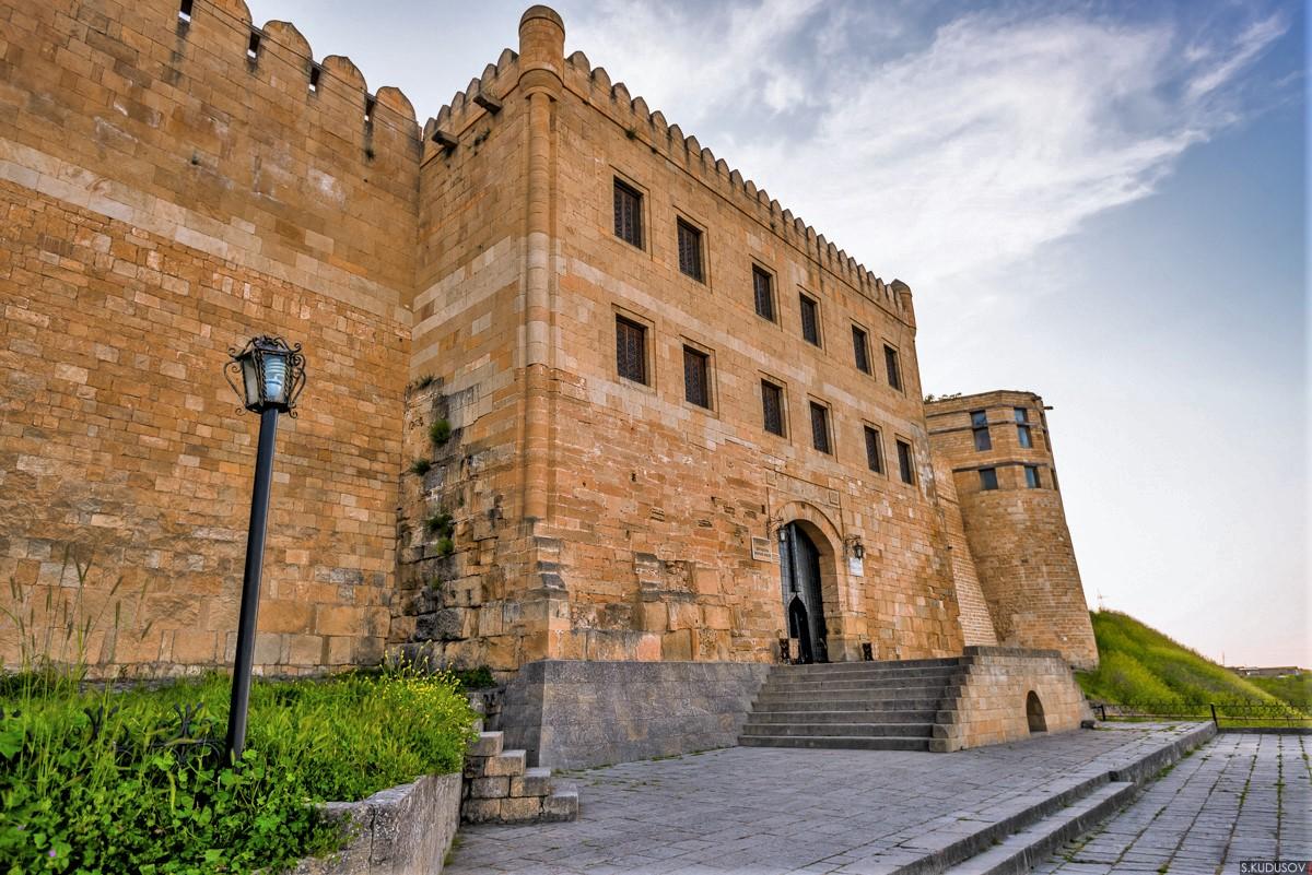 Главный вход в цитадель Нарын-Кала