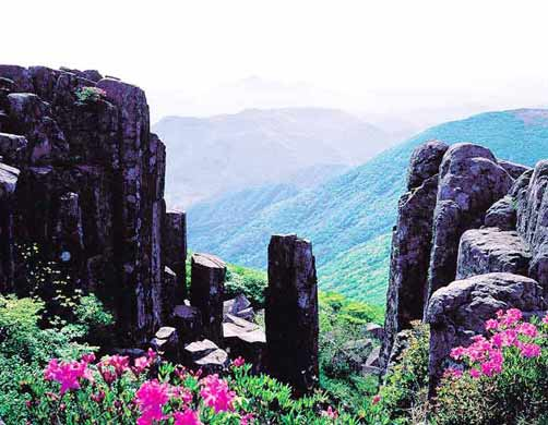 Красоты гор Мудынсан в провинции Кванчжу.jpg