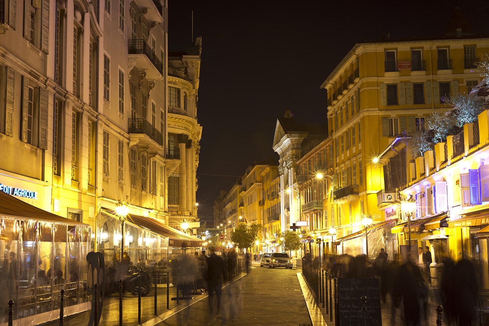 Старый город Ниццы вечером