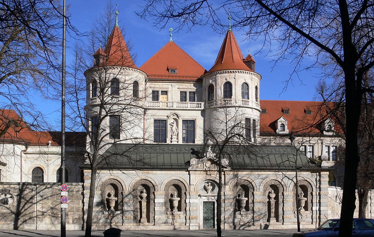 Баварский национальный музей в Мюнхене, боковой фасад