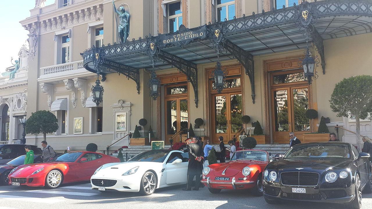 Казино Монте-Карло, у входа