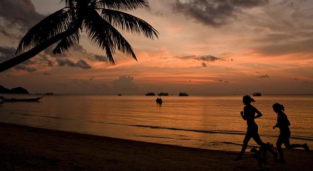 Закат на пляже «Ом»