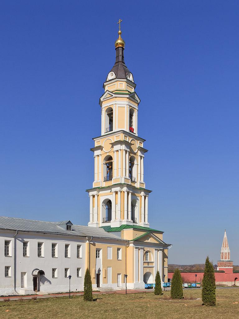 Богоявленский Старо-Голутвин монастырь в Коломне, надвратная колокольня