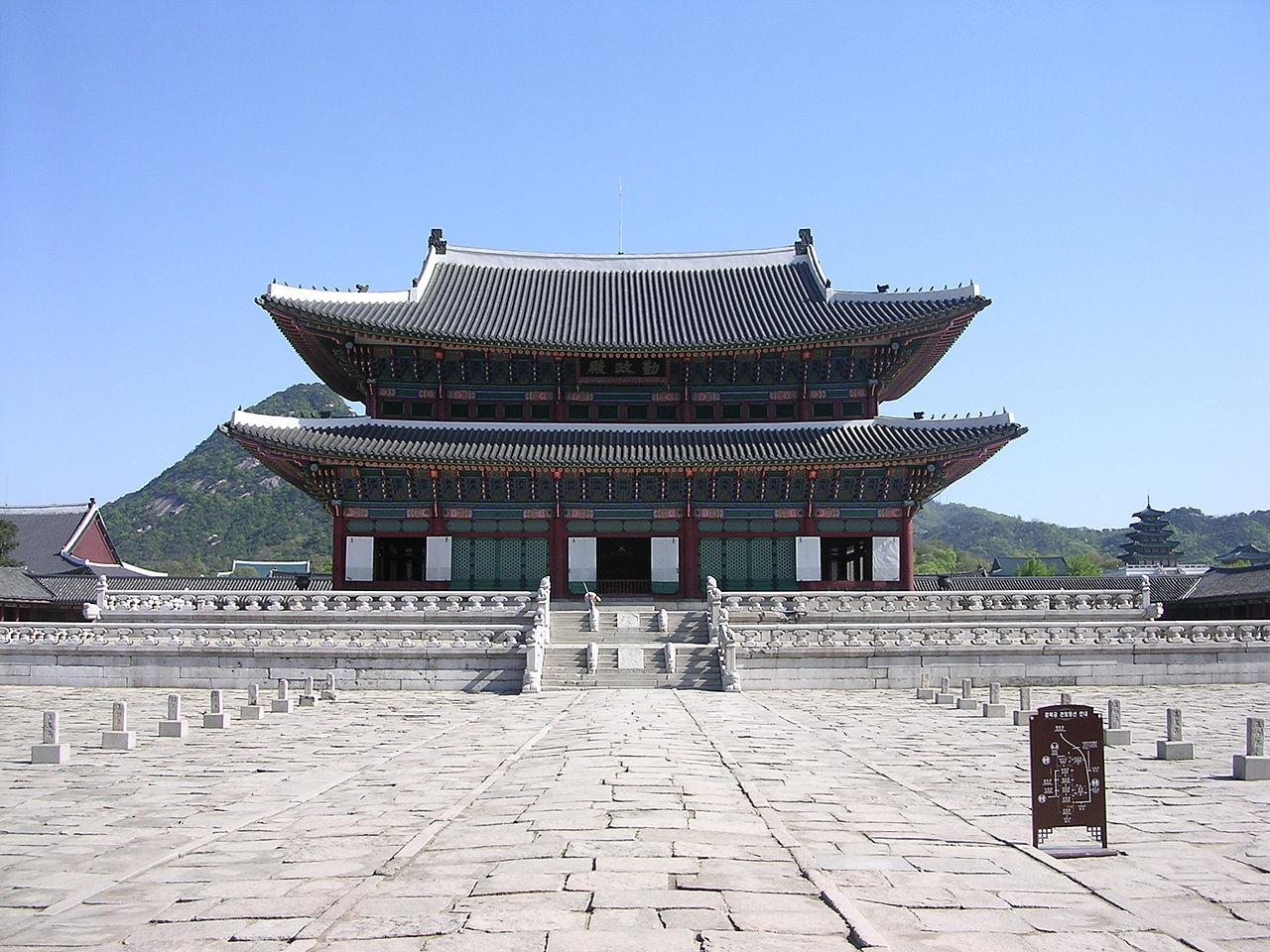 Дворец Кёнбоккун в Сеуле, тронный зал