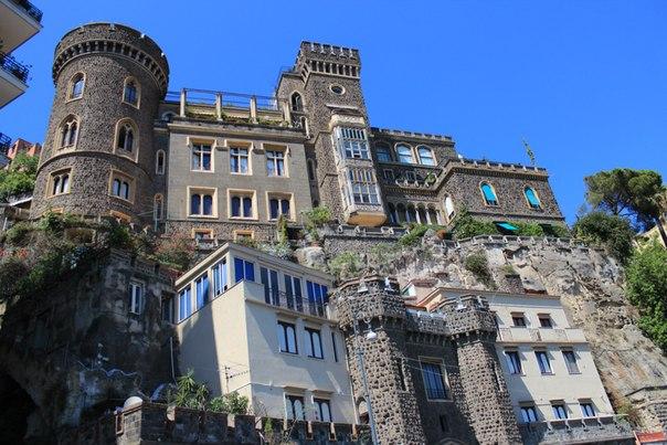 Замок Ашельмейеров, Неаполь.jpg