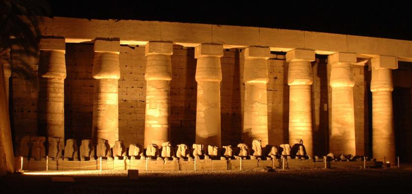 Карнакский храм, вид ночью