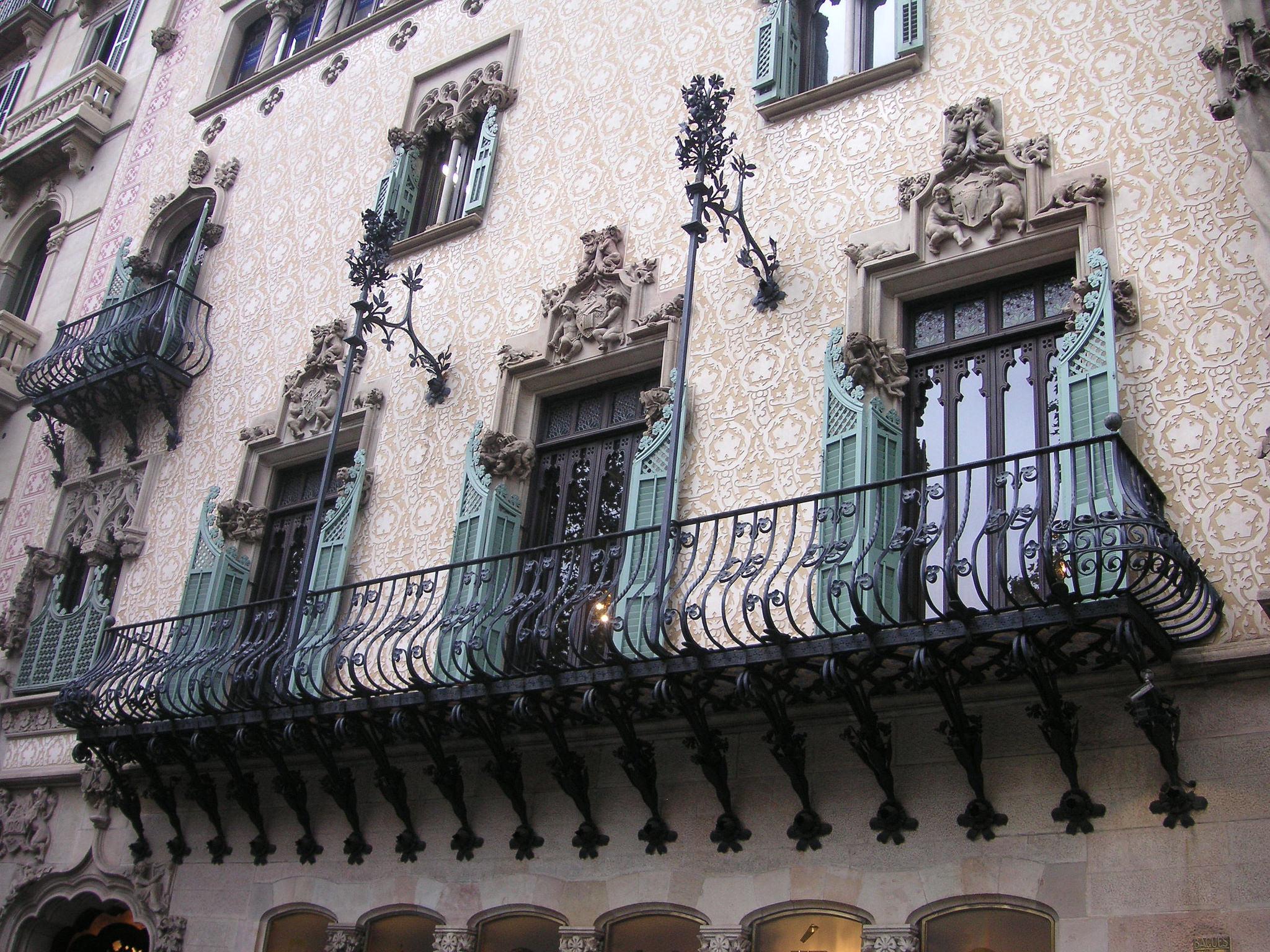Дом Амалье, фасад