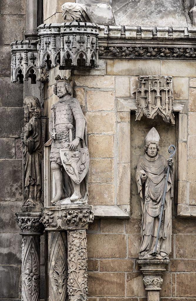 Вроцлавский собор, статуи у главного портала