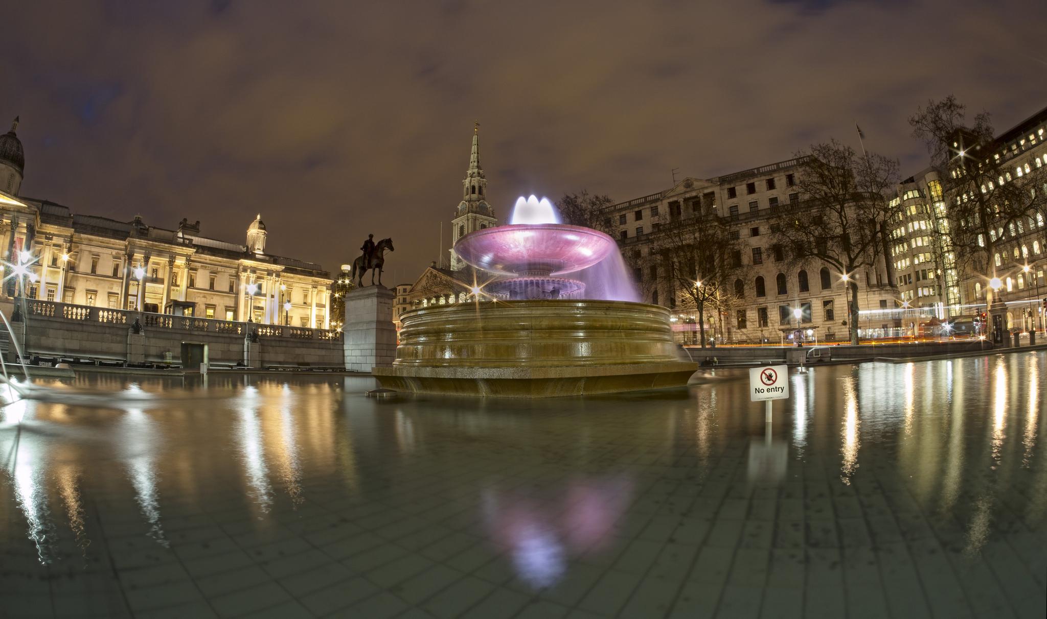Один из фонтанов на Трафальгарской площади, Лондон