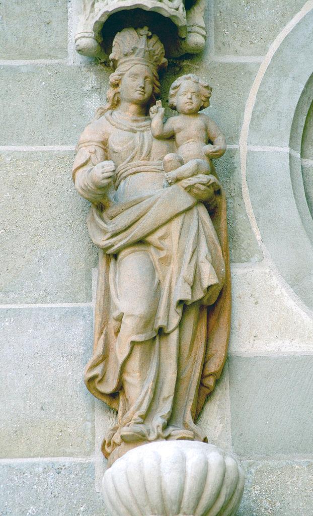 Собор Святого Мартина, скульптура на фасаде