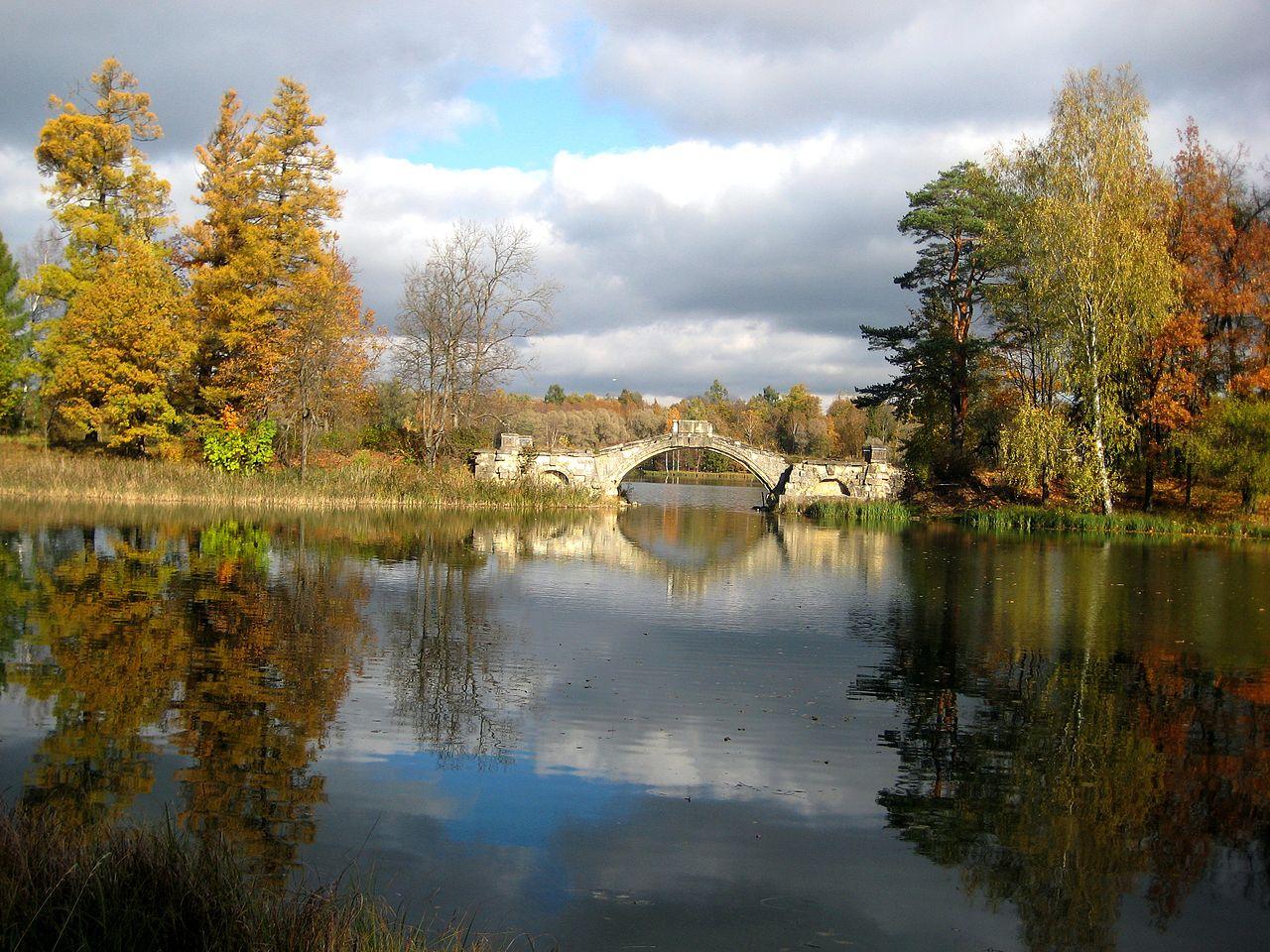 Дворцово-парковый ансамбль Гатчины, Горбатый мост на Белом озере