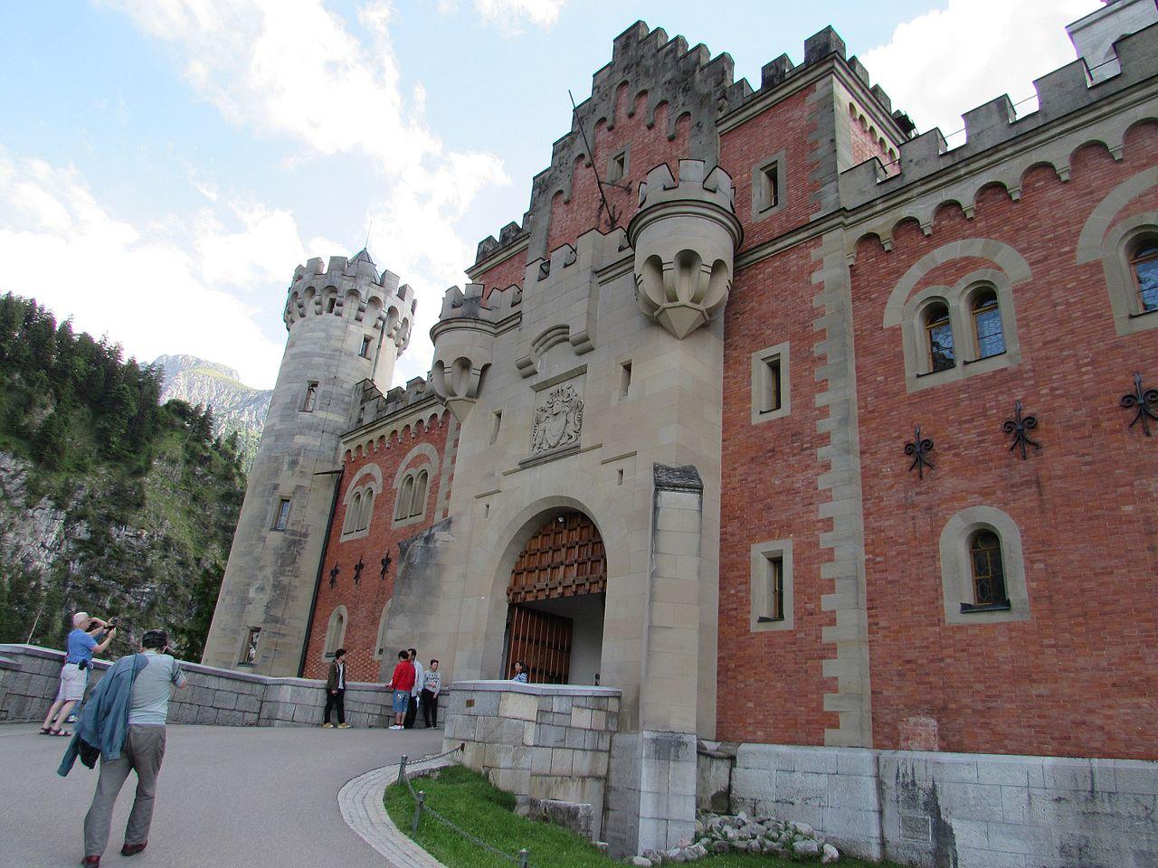 У стен замка Нойшванштайн